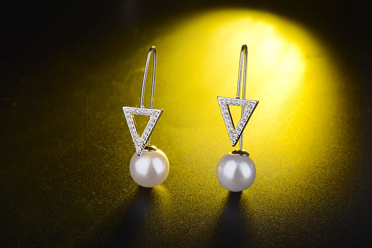 Hot sell fashion Triangle shiny crystal imitation pearl female wedding gift 925 sterling silver ladies drop earrings jewelry in Drop Earrings from Jewelry Accessories