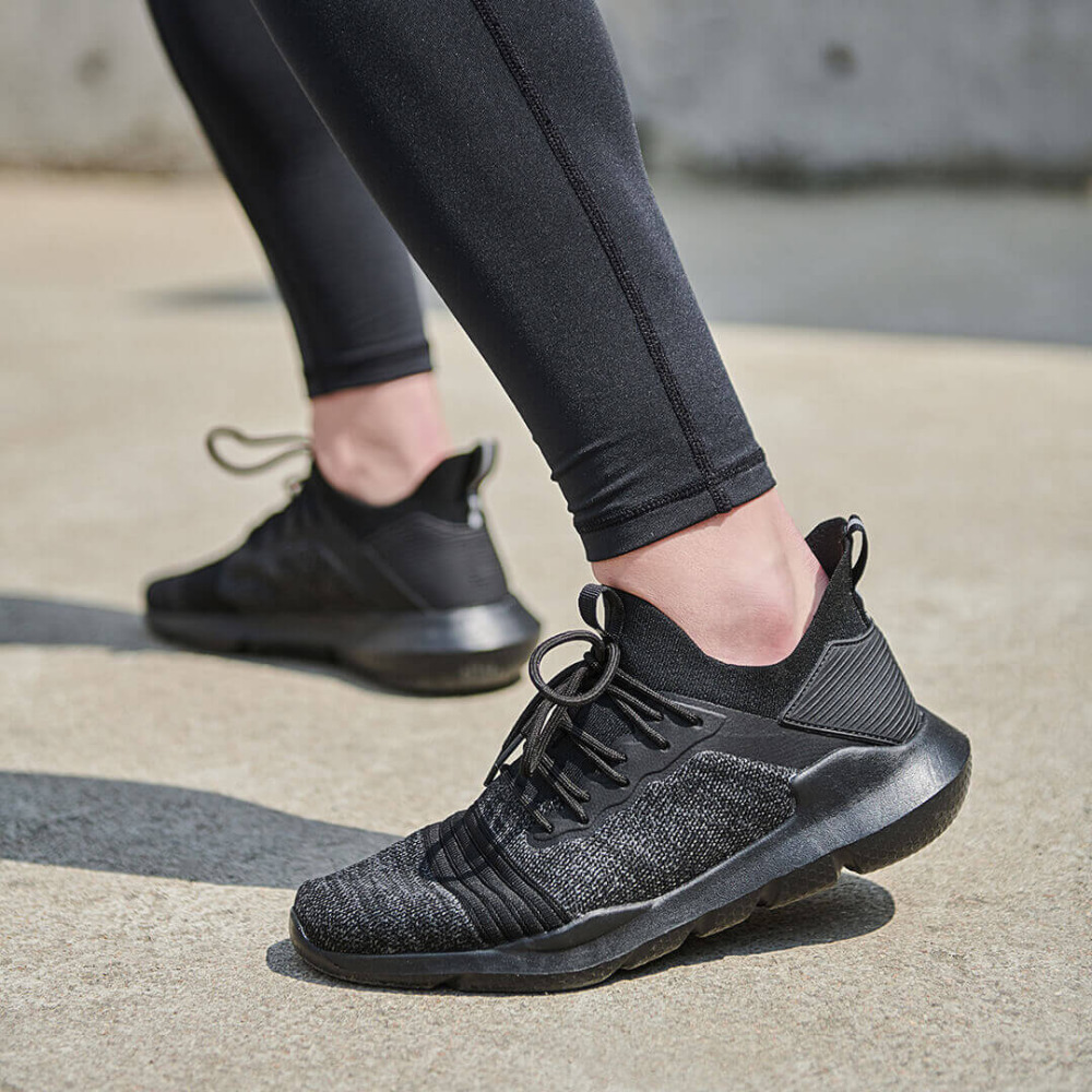 Nuovo Uleemark leggero scarpe casual tessuto superiore mesh Traspirante assorbimento degli urti A Piedi Non slip per gli uomini donne scarpe da ginnastica-in Copriscarpe da Casa e giardino su  Gruppo 1