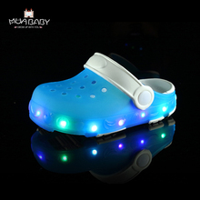 Muababy Children's sandals 2017 summer LED Lighted Flashing boys girls EVA beach Slippers sandals kids fashion shoes sandals S49