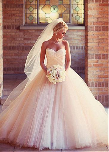 Romantic Sweetheart Ball Gown Wedding Dress Tulle Gowns Ruched Pleated Floor Length Princess Illusion Applique Bridal