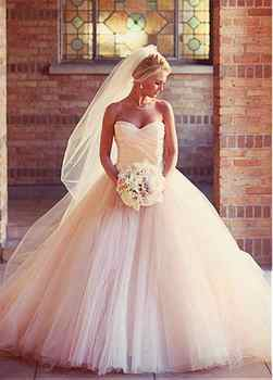 Romantic Sweetheart Ball Gown Wedding Dress Tulle Gowns Ruched Pleated Floor Length Princess Illusion Applique Bridal Gowns 2019 - DISCOUNT ITEM  12% OFF All Category