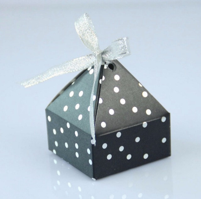European Wedding Favor White Black Polka Dots Pyramid Paper Candy Box Packaging Creative Baby Shower Diy