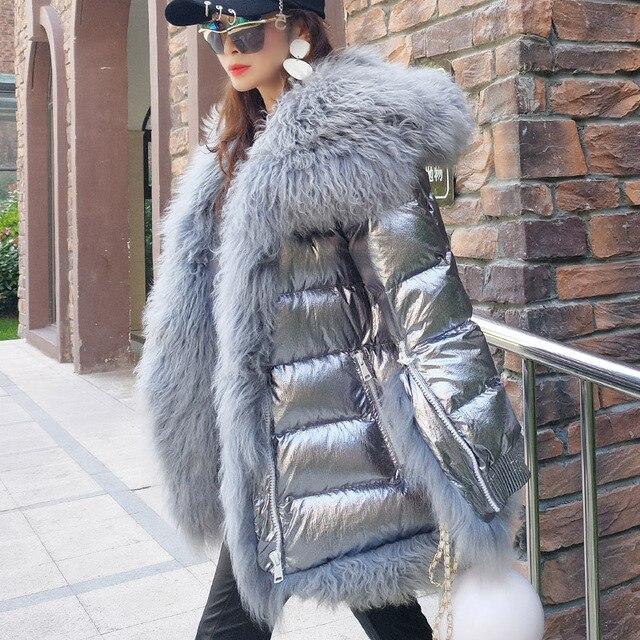 Maomaokong Для женщин Зимняя куртка пуховик Длинные теплые серебро парки Монголия овечьем меху утка Пуховик парка