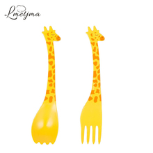 LMETJMA Plastic Giraffe Fruit Fork Cartoon Animal Salad Cake Fork Dessert Fork for Kid Ice Cream Spoon Tableware PY0710-5