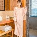 Otoño Invierno Femenina Del Diseño Largo de Engrosamiento de Coral Polar Bata de Franela ropa de Dormir Camisón Salón Albornoces de Las Mujeres 2017 Nuevo Caliente
