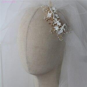 Image 4 - Jonnafe עדין פורצלן פרח חתונת שיער מסרק תכשיטי פנינים בעבודת יד כלה כיסוי ראש נשים לנשף שיער אבזרים