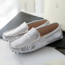 2017 Fashion Shoes Woman 100% Genuine Leather Women Flat Shoes Soft Moccasins Casual Shoes Leather Flats Lady Driving Shoes