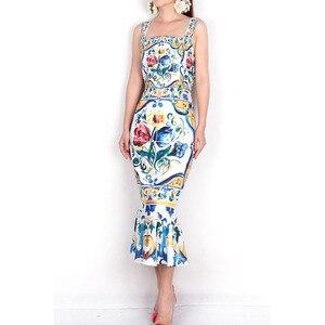 Image 2 - ספגטי רצועת שמלת 2018 יוקרה כחול ולבן פורצלן הדפסה מקרית חצוצרת נדן אמצע עגל כיכר צווארון חדש הגעה שמלה