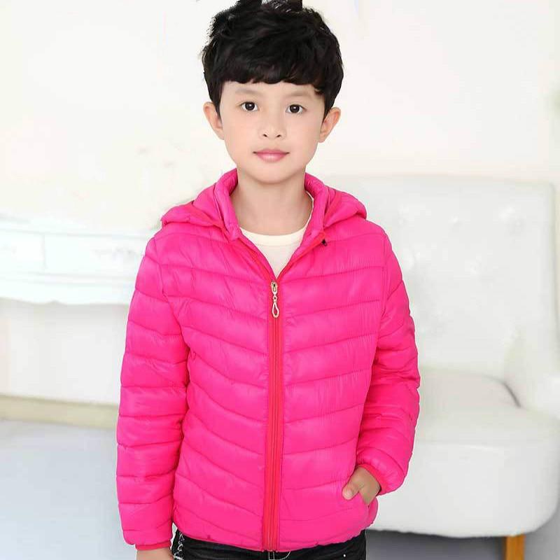 Новая зимняя Детская короткая модель, одежда для маленьких мальчиков и девочек однотонная утепленная детская пуховая куртка для отдыха