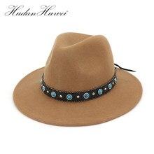 100% de ancho Flat Brim Jazz Fedora sombreros con cuero decorado Unisex  Panamá sombrero de fieltro Trilby Cowboy Cap para hombre. b0f26c8bee8
