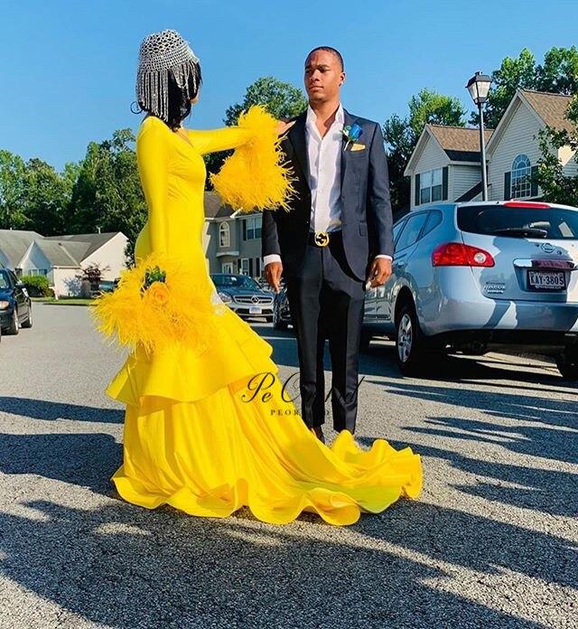 Peorchidée 2019 une épaule sirène jaune robe De bal pour les femmes africaines Vestidos De Graduacion plume manches longues robes De soirée