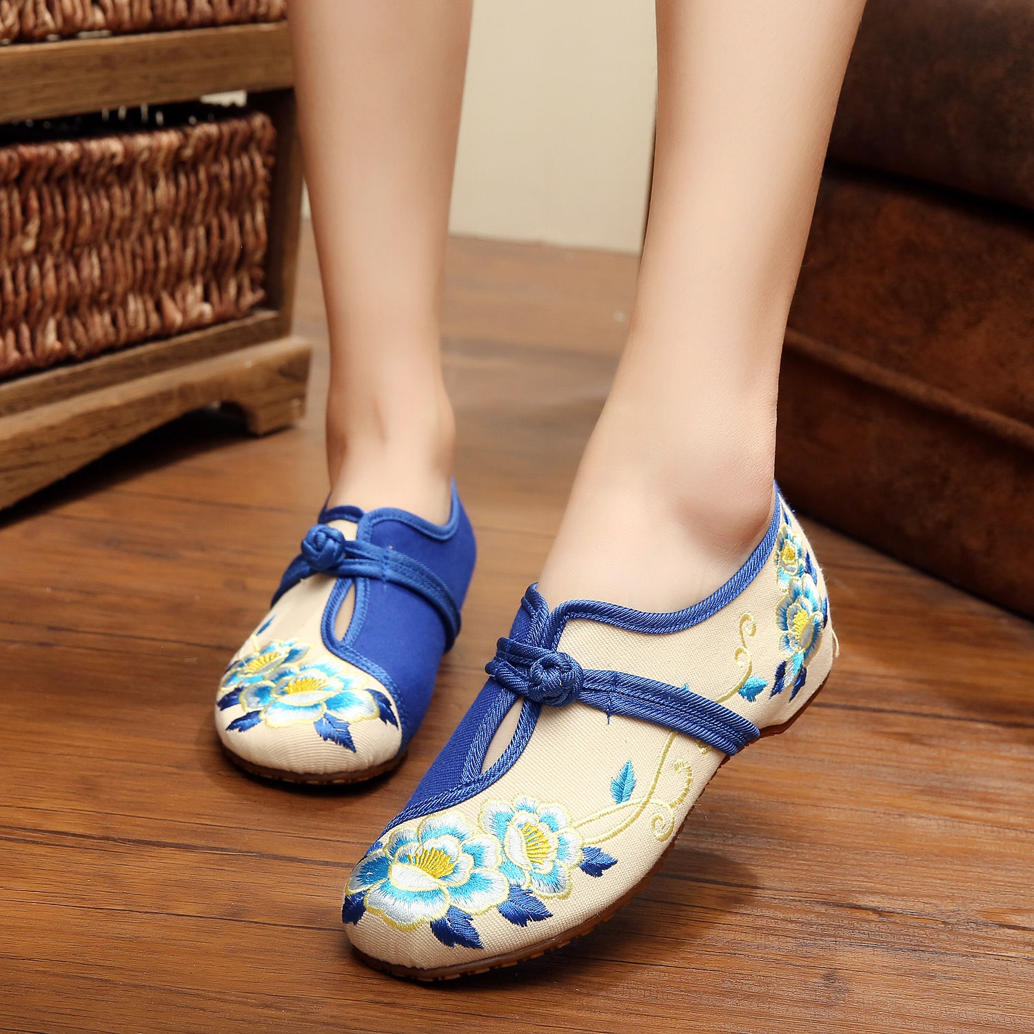 Blue + white Big Size 41 Ballerinas Dancing Shoes Women Peacock Embroidery Soft Sole Casual Shoes Beijing Cloth Walking Flats vintage embroidery women flats chinese floral canvas embroidered shoes national old beijing cloth single dance soft flats