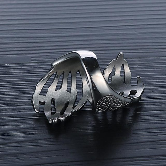 STAINLESS STEEL SKULL ON HAND RINGS