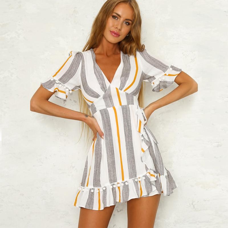 e2c70cca42c Летнее платье 2018 Для женщин в полоску с помпоном рюшами пляжные  повседневные платья с v-образным вырезом короткий рукав Обёрточная бумага  С..