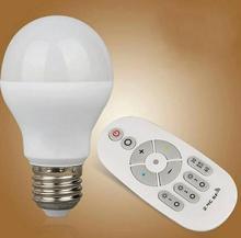 E27 затемнения светодиодные лампочки AC 85-265 В 7 Вт Красочные Изменение светодиодные лампы для Xmas освещение + 2,4 г удаленного Управление