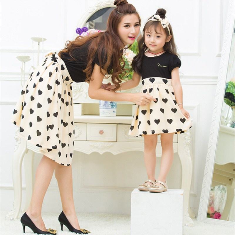 Family Look Mother Daughter Dresses Matching Family Clothing 2018 Summer Mom Daughter Dress Love heart Girl Women Cotton Dresses in Matching Family Outfits from Mother Kids