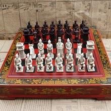 새로운 나무 체스 중국어 레트로 테라코타 전사 체스 나무 할 오래된 조각 수지 체스 맨 대형 체스 조각 프리미엄 Yernea