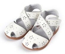 2017 nuevas muchachas de las sandalias de cuero genuino suave zapatos de niño blanco rosa azul del dedo del pie cerrado estilo de Roma del verano recortes de flores para Alsa