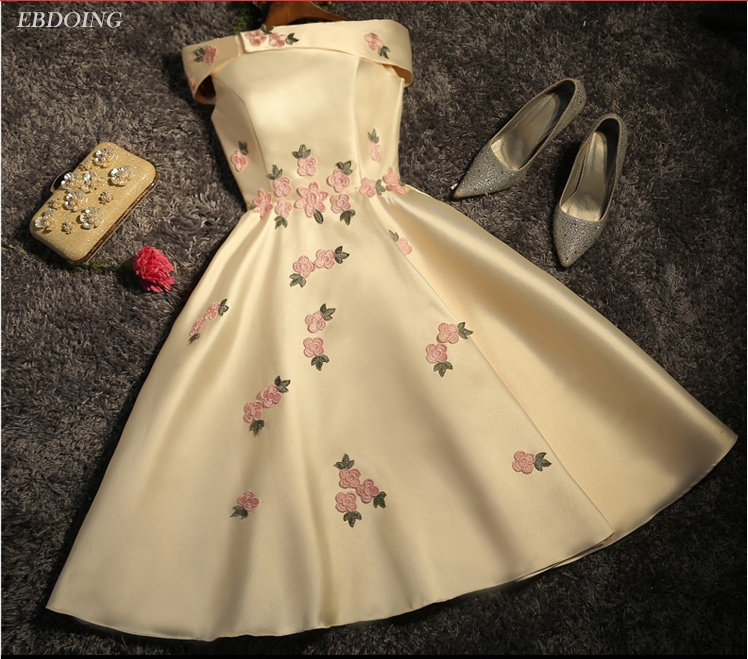 Bridesmaid Dress A-line Robe De Soiree Boat Neck Short Sleeves Knee-length Lace Up Plus Size With Embroidery Prom Dress