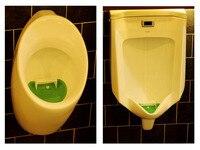 무료 배송 2 대/몫 새로운 디자인 축구 컵 화장실 공기 청정기에 달콤한 냄새 매트와 소변 기 화장실 매트 테마