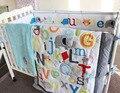 Navio livre carta bordar 100% algodão Conjunto Fundamento Do Bebê Bebê Colcha de Algodão 5 Itens/Bumper/Saia de Cama/Capa do colchão/cobertor do bebê