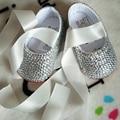 O envio gratuito de fita de Cristal vermelho strass prata sapatos feitos à mão Do Bebê Da Menina de Bling Bling Do diamante macio Primeiros sapatos Andadores infantis