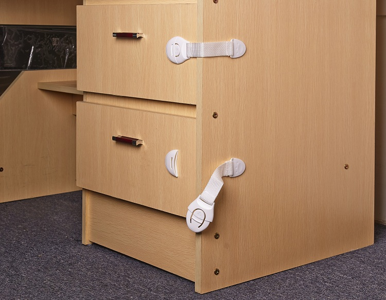 kidco adhesive magnetic cabinet lock cabinets matttroy. Black Bedroom Furniture Sets. Home Design Ideas