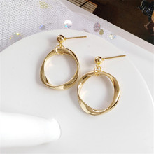 Fashion temperament of geometric metal earrings only beautiful shape Beautiful girl contracted exqui