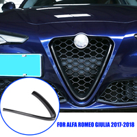 Z włókna węglowego stylizacji samochodów przednia kratki V ramki dekoracji wykończenia naklejki dla Alfa Romeo Giulia 2017 2018 akcesoria samochodowe w Listwy ozdobne od Samochody i motocykle na