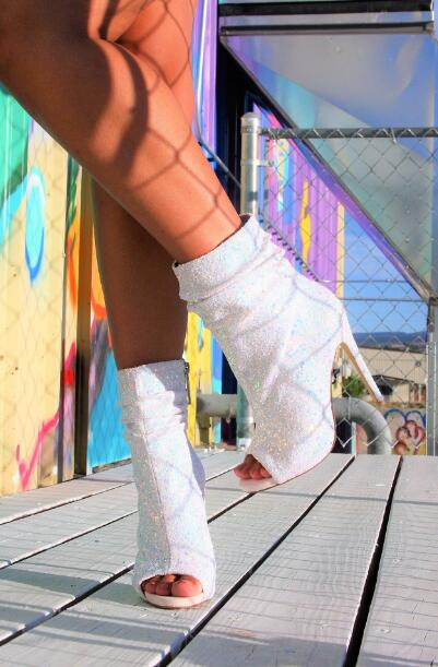 2019 Summer Hot Woman Sliver White Sequined Cloth Glitter Bling Bling Crystal Diamond Peep Toe Zip Thin Heels Short Ankle Boots2019 Summer Hot Woman Sliver White Sequined Cloth Glitter Bling Bling Crystal Diamond Peep Toe Zip Thin Heels Short Ankle Boots