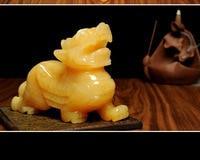 Chinese handmade sculpture Jade shows yellow mascot of jade Pi Xiu