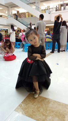 Luxus Benutzerdefinierte Eine Linie Brautkleid Lange Ärmel Kleid Mutter Tochter Passenden Kleidung Familie Aussehen Mädchen und Mama Kleidung - 3