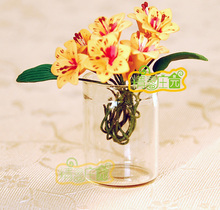 Mini dollhouse Mini furniture model of the transparent parts of the glass vase of a small