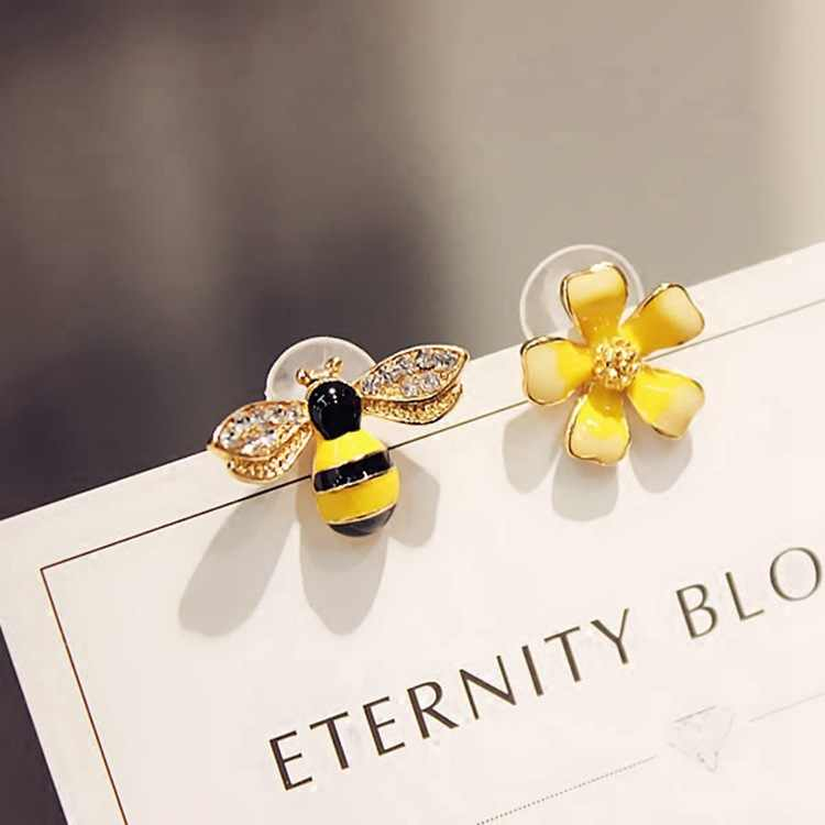 Korean Elf Earrings Temperament Personality Earrings Asymmetric Flower Stud Earrings Bee Ear Jewelry