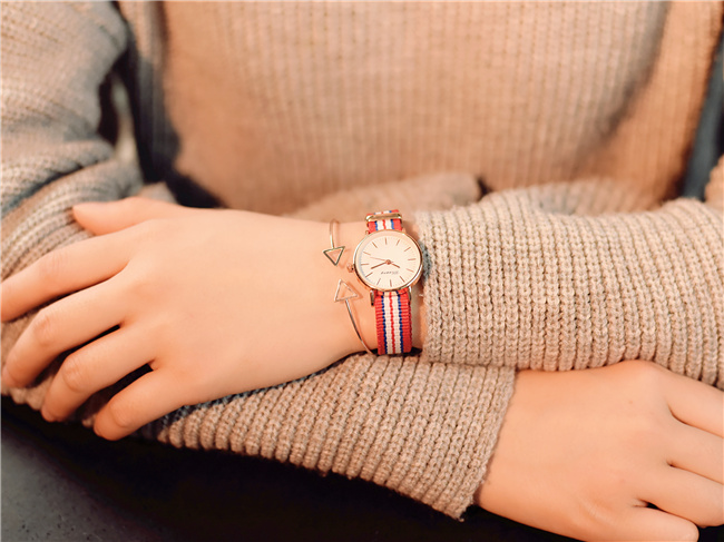 Small dial belt multi-color belt original simple classic casual fashion quartz watchSmall dial belt multi-color belt original simple classic casual fashion quartz watch