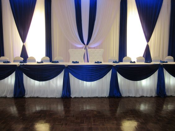 Toile de fond blanche de mariage de 10ft * 20ft avec des swags et des rideaux bleu royal décoration de mariage