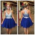 Cristal Azul Royal Chiffon Curto do Regresso A Casa Vestido Com Frisada Corpete Decote Em V Sem Mangas