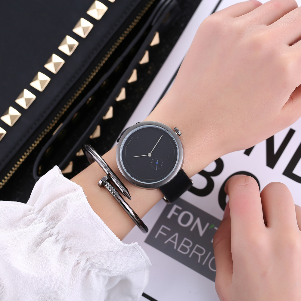 купить New Womens Leather Band Analog Quartz Watch Ladies Dial Casual Female Sport Watches по цене 6799.75 рублей