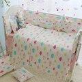 7 UNIDS nubes de colores patrón de ropa de cama de bebé cuna parachoques parachoques cuna cuna juegos de cama cuna de algodón forro protector