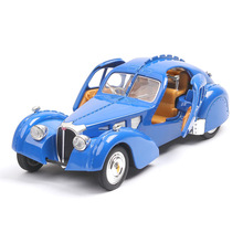 1:28 classic car model Bugatti antique simulation sound and light pull back ornaments retro toy for kids