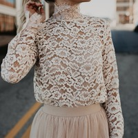 2018 Spring Women Elegant Lace Blouse Shirt Women Floral Lace Hollow Out Long Sleeve Blouse Tops