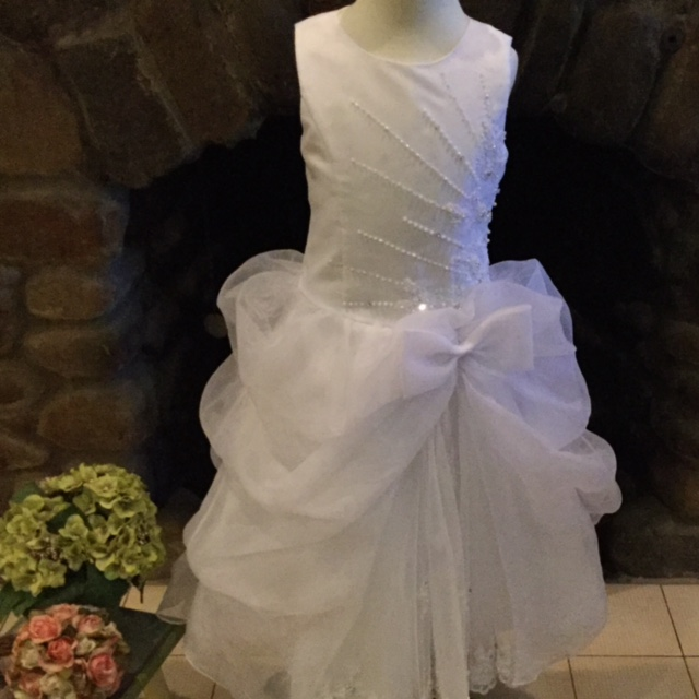 Elegant Crew Neck Sleeveless Beading White Kids First Communion Gowns Fully Lined Button Back Tulle Girl Ball Gown with Bow 12 Y stone island crew neck white