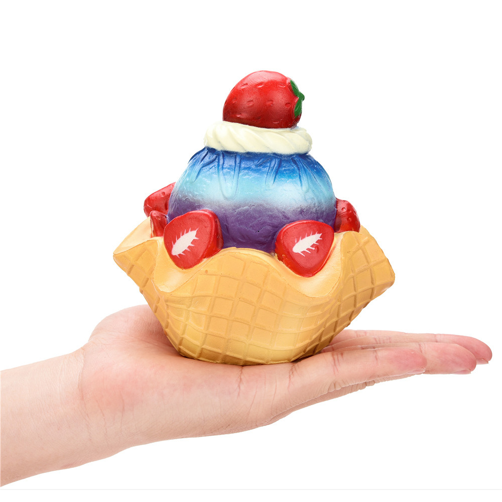 12cm Squishy Strawberry Pie Cake Slow Rising Scented Squeeze Toy Collection Gift Shop Display Decoration Stress Reliever