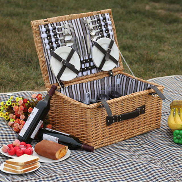 Ordinaire Outdoor Willow Picnic Storage Baskets Handmade Family Vintage Wicker Picnic  Basket Set For 4 Persons Friends