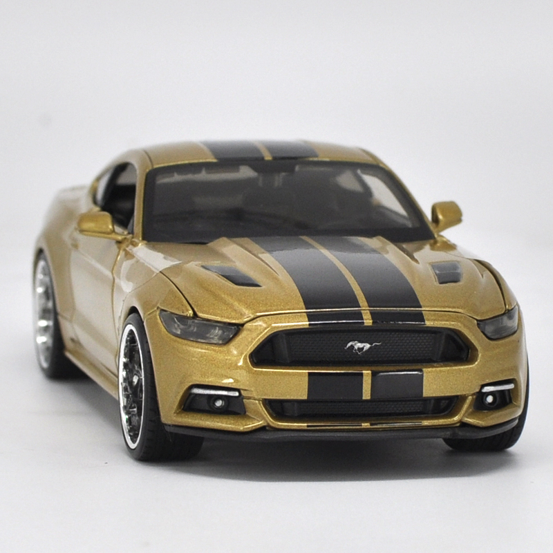 Die-cast Metal Vehicles 1:24 Car Models Coche mkd3 Scale Simulation Auto Toys for Children Sports Car Ford Mustang GT