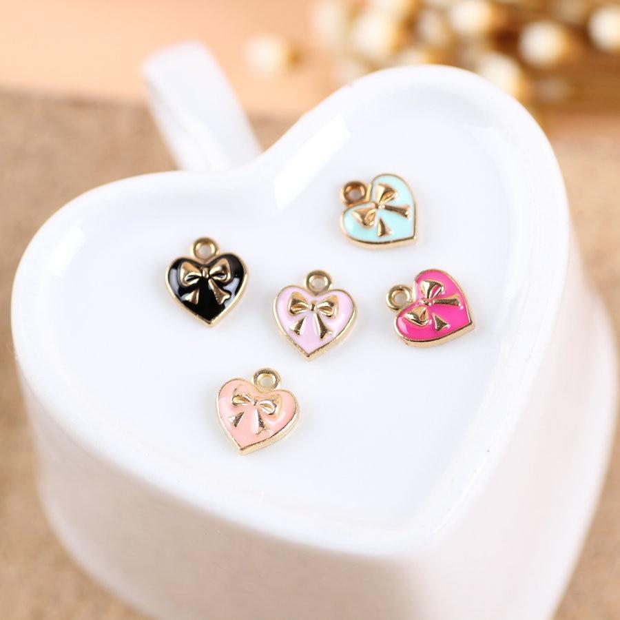 59cd99d3a9f6 Envío Gratis nuevo 9 10mm aleación corazón pequeña cadena encantos con oro  tonelada nudo arco decoración joyería encanto de la pulsera del metal