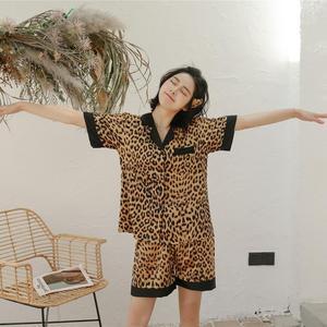 Image 2 - Daeyard pijama de cetim de seda feminina sexy leopardo botão até camisas de manga curta com shorts 2 pcs pijamas dormir lounge nightwear
