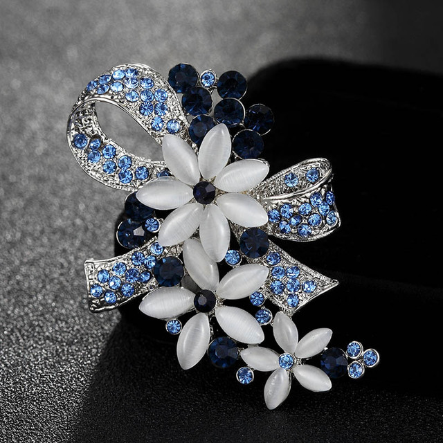 Fashion Vintage Blue Flower Brooch Pins For Women Gifts Rhinestone Brooches  Accessory Girl Friend Couple Jewelry 649ec9c829f4