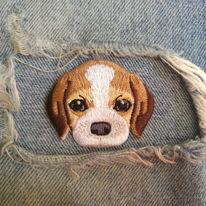 1 PIC 4.5 * 3.7CM Beagle DOG Lovely High-end Embroidery Animal Dog Children Cloth Patch DIY Patch Edge BACK GLUE