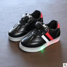 Primavera Outono Criança Sapatas Dos Miúdos Do Esporte Luminosa LED Piscando Iluminado Sneakers Bebê Sapatos Brilhando Com a Luz Do Bebê Toddlers Sapatos